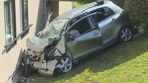 Carro despista-se contra prédio e mata homem no Porto