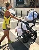Luciana Abreu passeia com a filhas gémeas