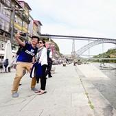 turistas na baixa do Porto