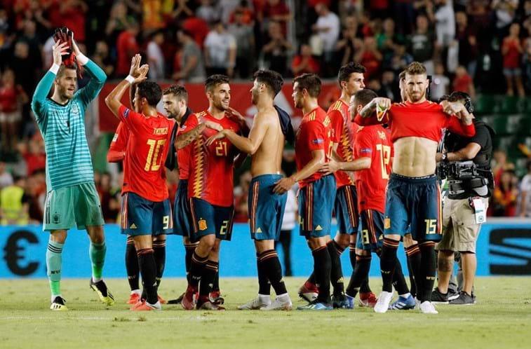 ddae26c942f5e Vice-campeã mundial cai com estrondo contra a Espanha - Futebol ...