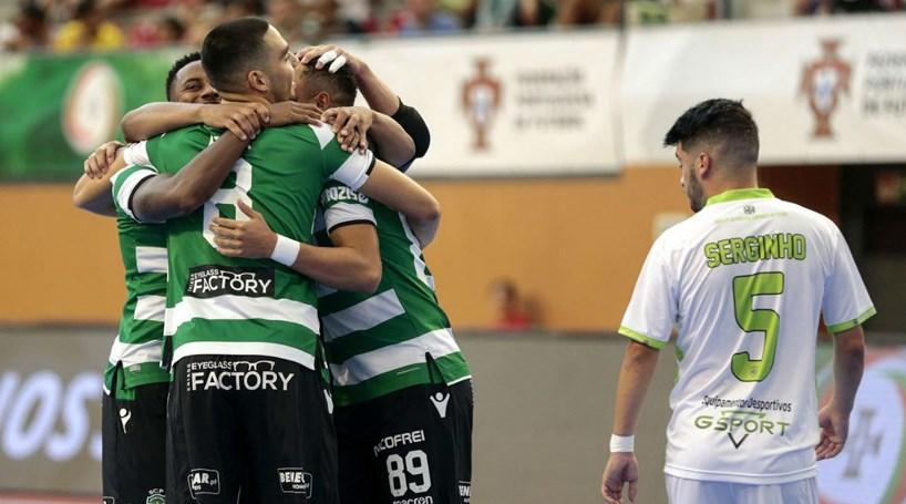 Sporting goleia Fabril e conquista Supertaça de Futsal - Desporto ... f0ee3f9afc9a7