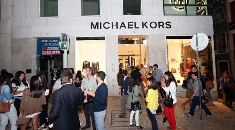 2a291c6d38958 Michael Kors oficializa compra da Versace por 1