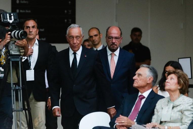 Cavaco abandona cerimónia de inauguração antes de Marcelo discursar