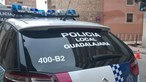 Condutor mandado parar pela polícia escondeu-se na mala do carro