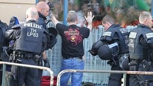 Oito polícias atacados em concerto de extrema-direita na Alemanha