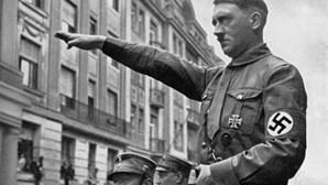 """Hitler tinha """"tendências homossexuais"""" e viveu em albergue gay"""