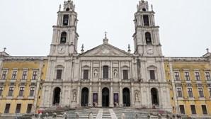 Frontais de altar com 400 anos à guarda do Palácio Nacional de Mafra entram em restauro