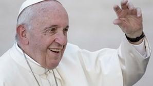 Papa envia mensagem a Marcelo ao sobrevoar Portugal