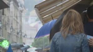 """""""Chuva de lama"""" atinge Portugal esta segunda-feira por causa de poeira vinda de África, alerta o IPMA"""