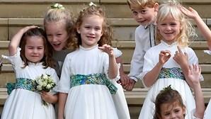 Príncipes Jorge e Carlota derretem corações em casamento real