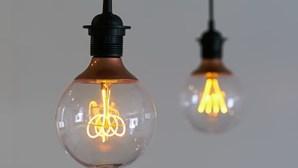 Acesso à eletricidade em África vai recuar pela primeira vez em sete anos, segundo agência