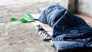 Cidade suíça oferece bilhetes de viagem a sem-abrigos que concordem em não voltar ao país