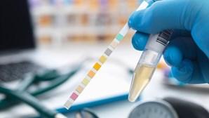 Alertas dados através da urina que não pode ignorar