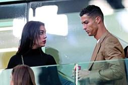 Cristiano Ronaldo e Georgina  a assistir a jogo da Juventus