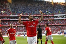 Seferovic celebra golo marcado ao FC Porto