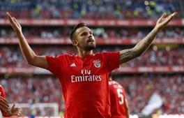 Seferovic comemora golo no Benfica 1-0 FC Porto