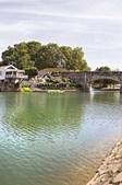 Rios atravessam a vila formando um espelho de água