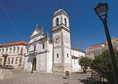 Igreja matriz de S. Tiago é um dos pontos de interesse na visita ao concelho