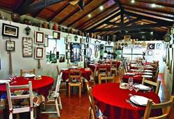Restaurante O Burgo fica numa zona tranquila, junto à Praia Fluvial da Senhora da Piedade e próximo do Castelo da Lousã.