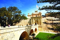 Entrada na cidade medieval de Mdina, em Malta, retrata a porta de King's Landing