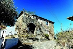 Casa da pedra gravada é de visita obrigatória