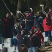 Adeptos assobiam e mostram lenços brancos a Rui Vitória após derrota do Benfica