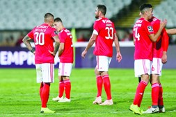 Jogadores do Benfica desiludidos com a derrota frente ao Belenenses