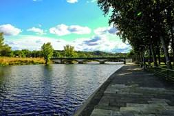 Zona ribeirinha de Ponte de Sor é ideal para um passeio