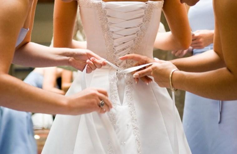 61c11d77480 Mulher com maiores pés femininos do Reino Unido procura sapatos para  casamento