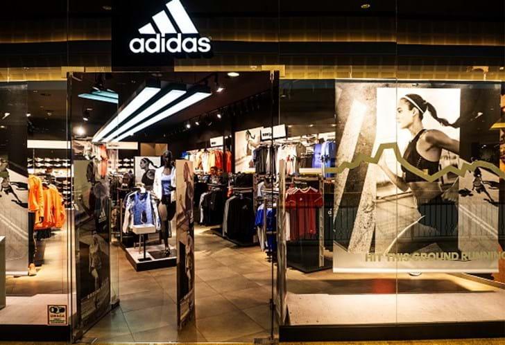 52f8e23ac87 Adidas apreende produtos de 11 lojas de franchisado em Portugal ...