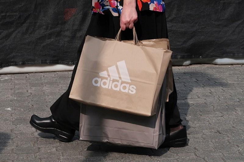Adidas que produzir 11 milhões de ténis a partir do plástico
