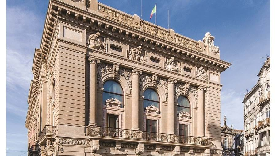 Fachada do Teatro Nacional São João, no Porto