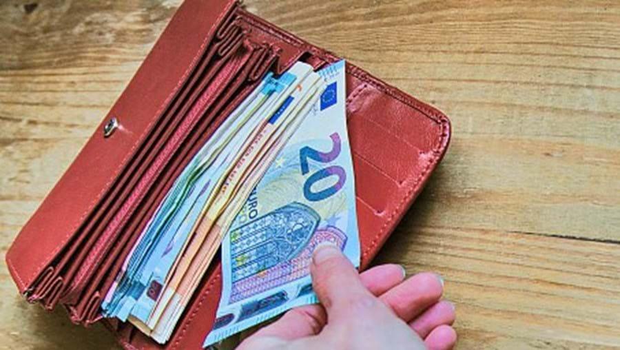 Carteira e dinheiro