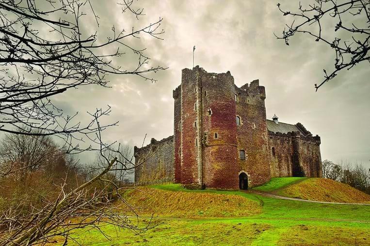 Castelo do Doune, em Glasgow, Escócia, recria Winterfell