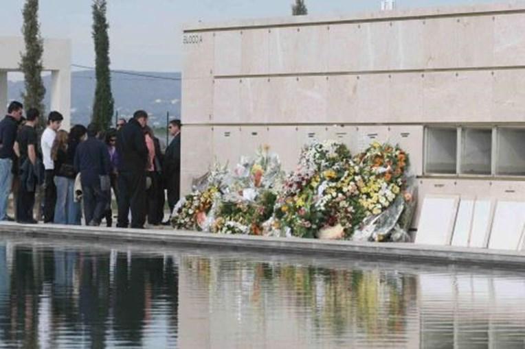 Funeral no cemitério de Faro