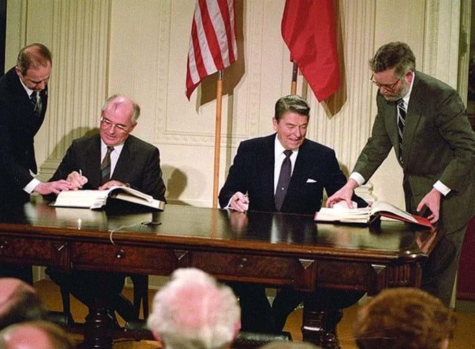 Gorbatchov e Reagan em 1987