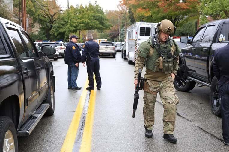 Tiroteio nos EUA faz onze mortos. Atirador foi detido na sinagoga