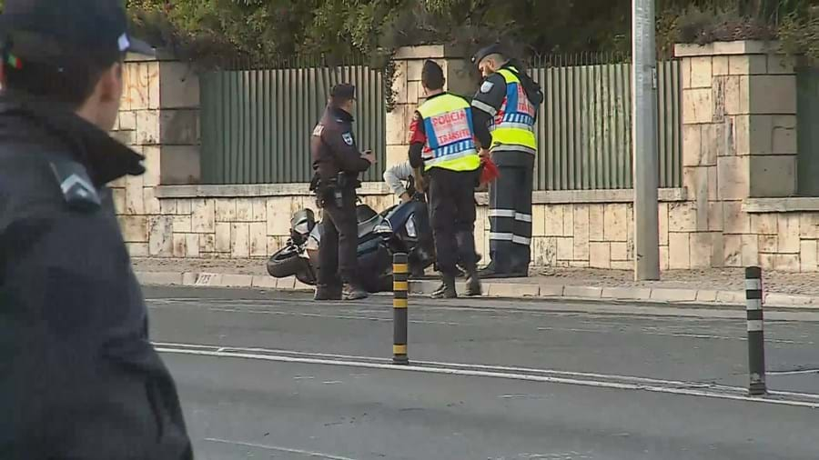 Choque entre motos mata jovem de 16 anos no Estoril