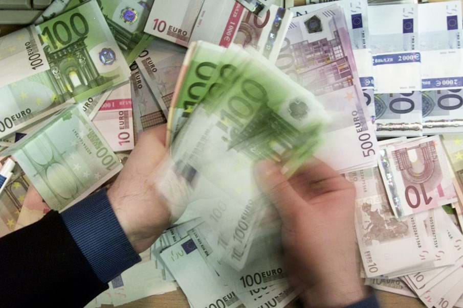 Resultado de imagem para Euro: Moeda de 340 milhões de europeus cumpre hoje duas décadas