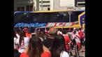 Autocarro do Boca Juniors apedrejado na chegada ao estádio do River Plate