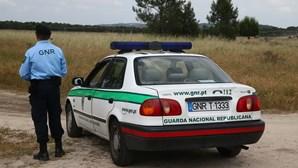 Homem tenta matar a família em frente à GNR