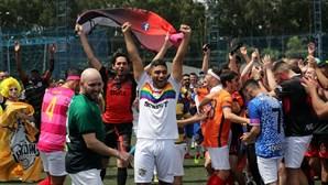 Torneio de futebol reúne centenas de homossexuais no Brasil