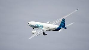 Airbus prevê aumentar produção de aviões A320 e A220 em 2023