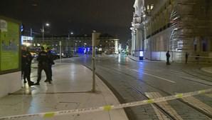 Mala suspeita que levou à evacuação da Praça do Comércio tinha material fotográfico