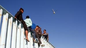 Justiça dos EUA ordena restauração integral da proteção aos jovens migrantes ilegais