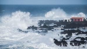 Sete ilhas dos Açores com aviso amarelo devido a vento e agitação marítima