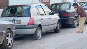 PSP procura homem que vandalizou carros em Portimão