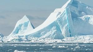 Eixo do planeta Terra em constante mudança devido às alterações climáticas, revela estudo