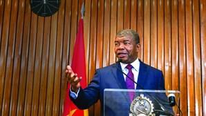 Presidente angolano inaugura academia com cursos de serviços de informação