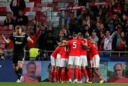 Jogadores do Benfica celebram golo marcado ao Ajax